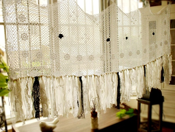 Simple white and black valance vintage crochet french fringe for Cantonniere shabby chic