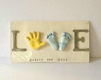 Frères et soeurs réservés murale Art - bébé à la main et l'empreinte amour Plaque - LOVE - souvenir personnalisé cadeau - souvenir famille