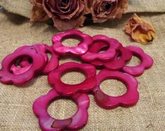 Set of 4 beads in Pearly fuschia flowers 30 mm flower shape.