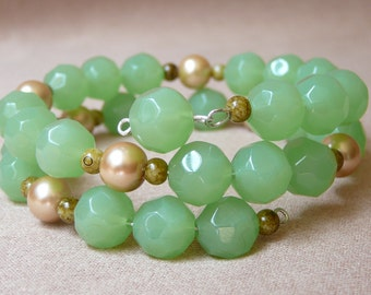 Elegant Jade-Tone Memory Wire Wrap Bracelet with Golden Glass Pearls - Perfect Gift for Her!