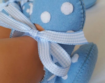 Light blue with white spots felt baby shoes