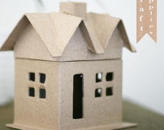Papier mâché maison inachevée