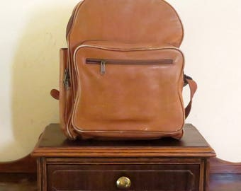 Boulder Ridge Backpack In Tan Leather With Multiple Storage Pockets - VGC