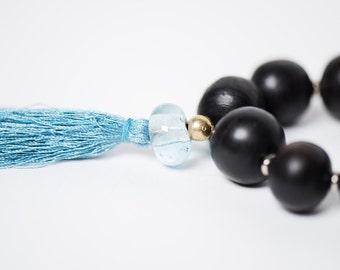 Collier Coeur de Marie/collection Bokeur/bois d'ebene/noir/metal et verre recyclé/fait main/pompom soie/Style SO Original/design aficain