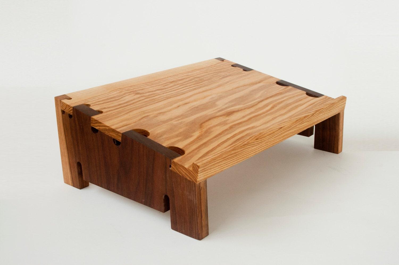 support bois pour ordinateur portable en fr ne et noyer. Black Bedroom Furniture Sets. Home Design Ideas