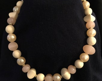 Vintage pink and pearl bead necklace