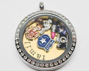 Charming silver tone pendant