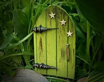 The Goblin fairy door/customizable colour choice.