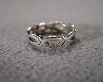 Vintage Traditional Style Sterling Silver Fish Design Band Eternity Style Scrolled Ring Size 7 Jewelery  K- Batch#1