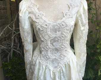 Vintage 1980s Jessica mcClintock ivory lace floral embossed victorian wedding dress size S