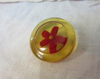 Lovely reverse carved bakelite button - red painted flower / applejuice