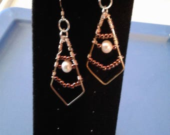 Lattice style earrings, pearl in middle