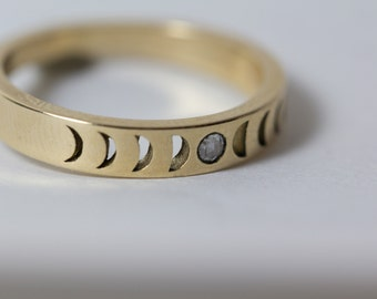 Bisclavret Moon Phase Ring in 14k gold with ethically sourced Rose Cut Diamond / Gold Moon Ring / Phases of the moon Celestial Wedding band