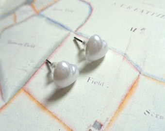 Silver tone acrylic heart cabochon stud earrings shimmering white
