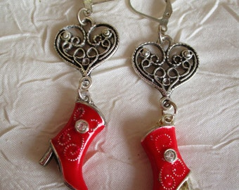 Boucles d'oreilles pendantes en métal argenté et émaillé rouge