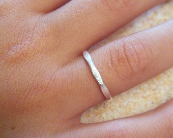 "Thin hammered sterling silver ring ""Simplicidade 1"""