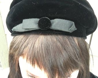 Vintage 1960s Velour Beret with Button Bow in Front