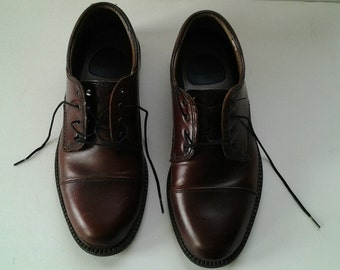 Vintage BASS Shoes / 1980s Leather Size 8 mens Shoes / Brown Dress Shoes / Free Shipping