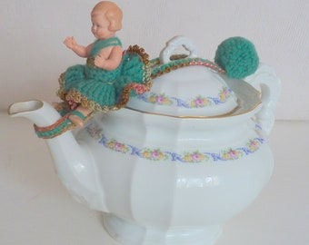 "Vintage old teapot lid holder with Cellba doll 9/9 1/2 cm/3.7 ""Germany"