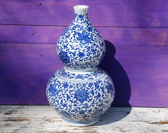 Porcelain vase double pumpkin from China with 6 character brand in dark blue décor-very beautiful and extraordinary shape
