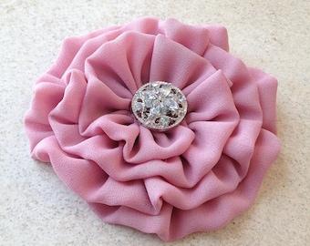 Mauve Flower hair clip.Mauve flower brooch.pin.Mauve Pink.Dusty Rose.bridesmaid headpiece.wedding.corsage.Dusty Mauve.hair piece.flower girl