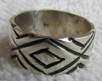 Sterling Silver Band Ring from Mexico with Diamond Pattern   Size 7 1/4
