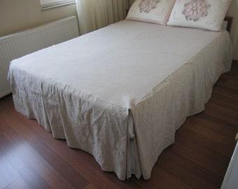 Split Corner Linen Bedspread, Box Pleated Skirted Coverlet 22 32 Drop Bed  Spread Queen King