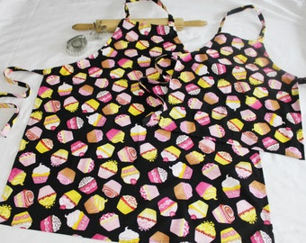Cupcakes on Black Mother Daughter Aprons