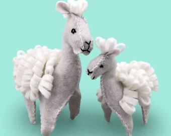 Alpaca Sewing Kit, Felt Animal Craft Kit, Felt Alpaca Ornament, Beginner Sewing Kit, DIY Sewing, Hand Stitching, Llamas