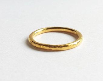 Solid 18K, 14K or 10K Gold Hammered Stacking Wedding Band. Custom Gold Hammered Wedding Band. By Touch the Dutch. Custom Wedding Ring.