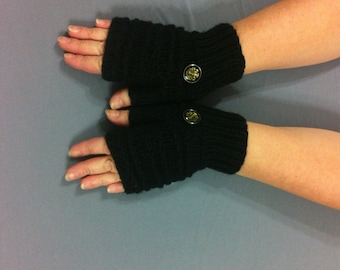 Black fingerless gloves with button