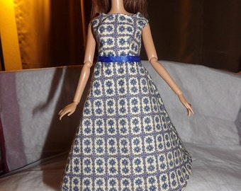 Vingtage look blue and white floral dress for Fashion Dolls - ed565