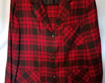 Vintage red and black plaid wool Pendleton sports jacket size med/large in very good condition
