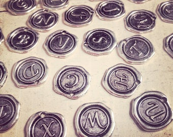 26 - Alphabet Wax Seal Stamp Charms Initial Charm ANTIQUE SILVER Monogram 20mm Round Disc Monogram Letter Alphabet (E010-E035) 50DFL2