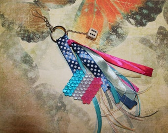 Keychain with beads 3 colors stripes figurine
