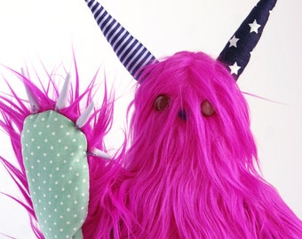 Mobbo the monster of hugs Pink