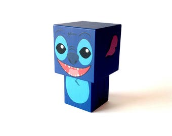 """Figurine cubique en bois décorative """"Stitch"""""""