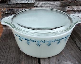 Vintage Pyrex Blue Snowflake 474 b with lid