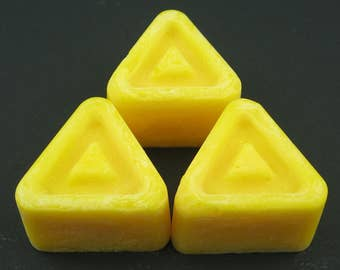 Legend of Zelda Yellow Triforce Soy Wax Melts - 5 Oz or 10 Oz