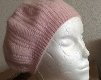 100% cashmere pointelle hat White or-pink lacy pattern/no flaws good coverage covers ears osfa
