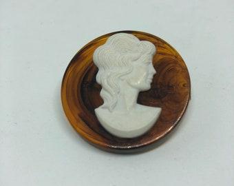Cameo pin / brooch