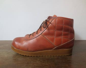Vintage '70s Buskens Chunky, Quilted Leather, Lace Up Ankle Boots w/ Rad Wedge Gum Sole, US Sz 8.5 / 9