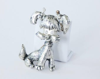 Vintage silver tone dog brooch. Clear diamante eyes ponytail puppy 1980. Dog lover owner gift. Cute silver tone animal jewellery.
