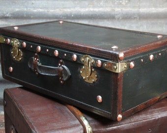 French green and leather trimmed large suitcase trunk