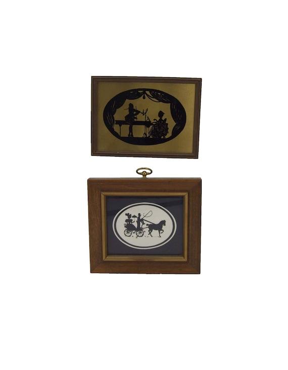 Conjunto de dos diferentes marcos enmarañada bajo vidrio