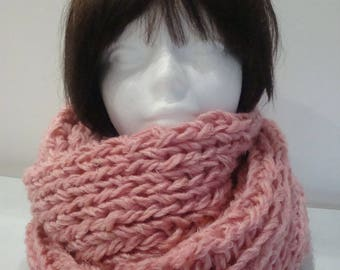 Pink, warm and soft, chunky knit Snood mesh, duvetine Bergère de france