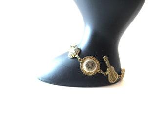 Unmarked Vintage Gold Tone Metal Damascene Sombrero, Guitar / Mandolin, & Castagnette Musical / Music Link Bracelet