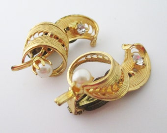 Vintage Gold Swirl Clip On Earrings with Pearl and Rhinestone