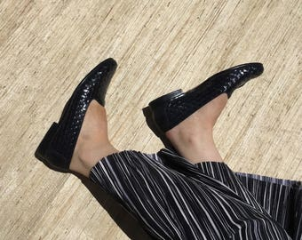 Navy Blue Woven Leather Loafers   90s vintage   minimal   granny chic   size 7   narrow