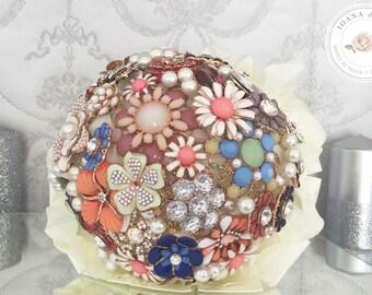 Vintage bridal brooch bouquet